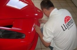 Profi autófóliázás a biztonságosabb és hűvösebb belső térért!